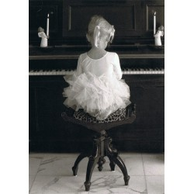 Piano ballerina