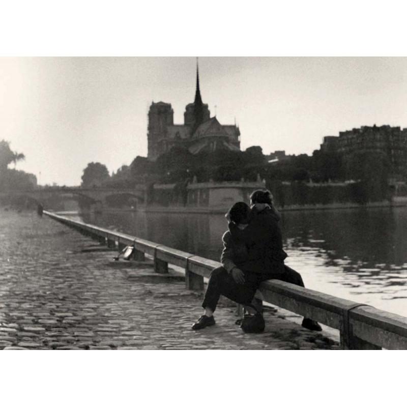 Riverside Kiss, Paris