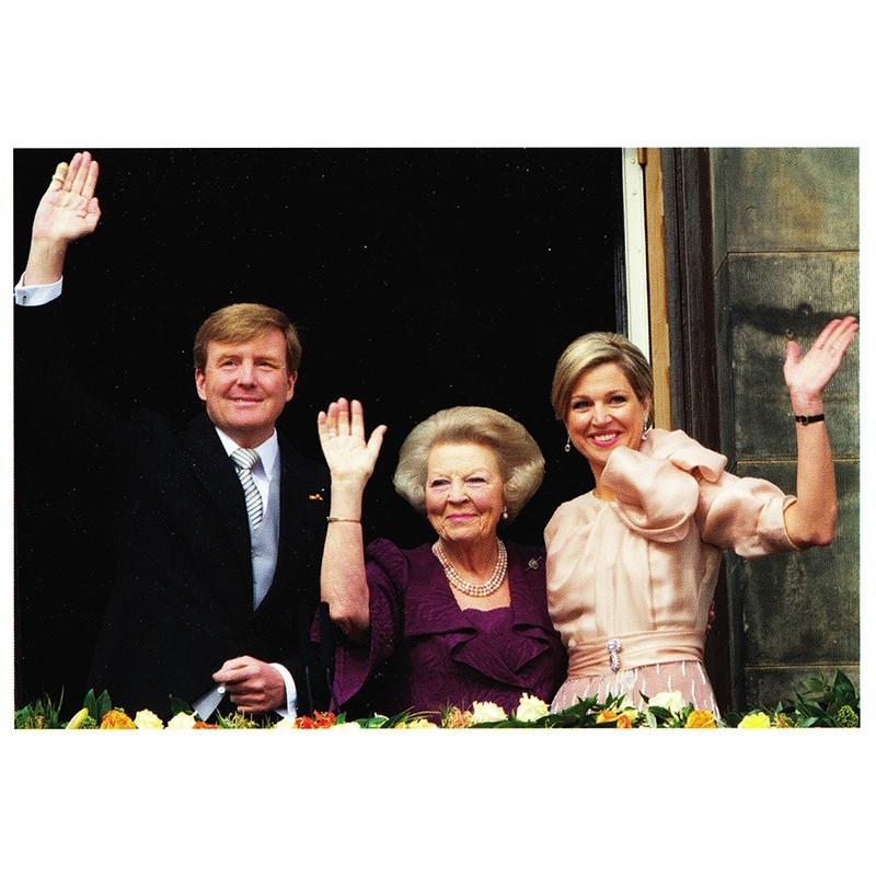 Beatrix presenteert nieuwe koning
